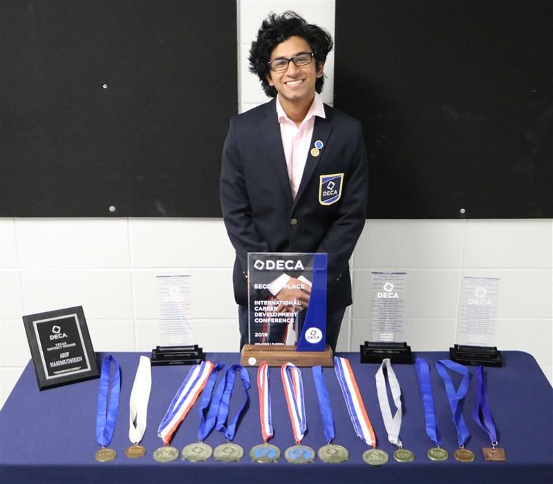 Nine Pearland ISD students compete at DECA International, two place in the Top 10